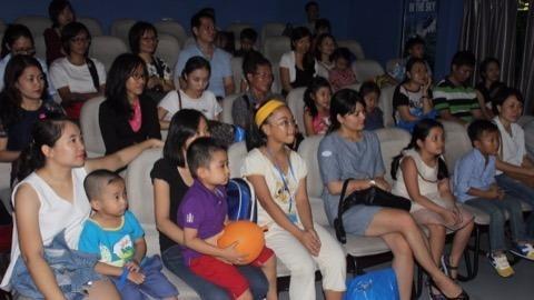 trẻ em xem sự tuyệt chủng tê giác