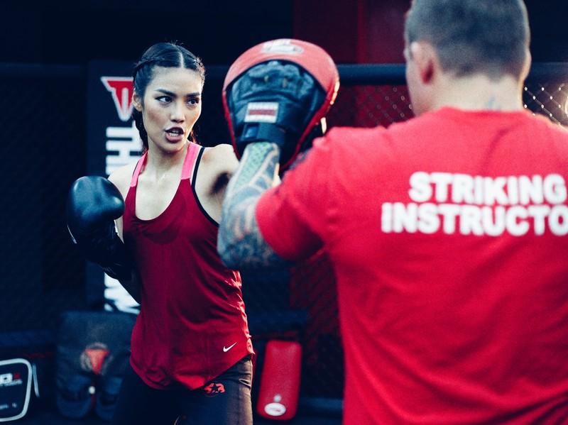 Lan Khuê 'đấu' võ với vô địch MMA - ảnh 2