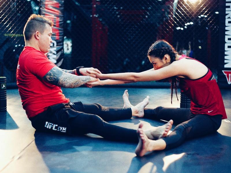 Lan Khuê 'đấu' võ với vô địch MMA - ảnh 1