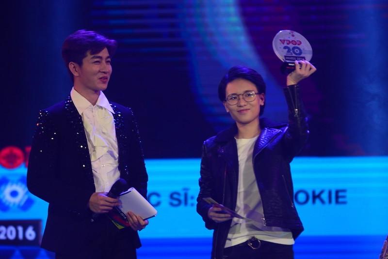 Hoàng Thùy Linh nhắc chuyện cũ khi nhận giải Vpop - ảnh 4