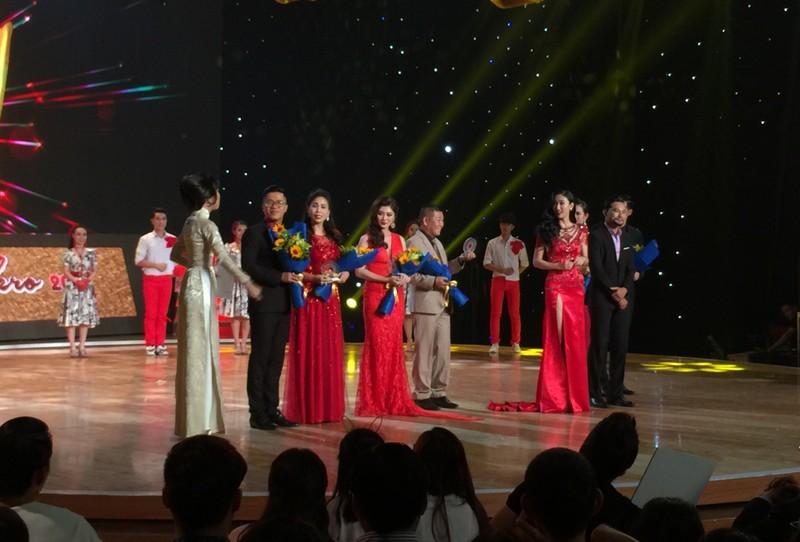 Trượt Hoa hậu trái đất, Hà Thu là quán quân Tình bolero - ảnh 2