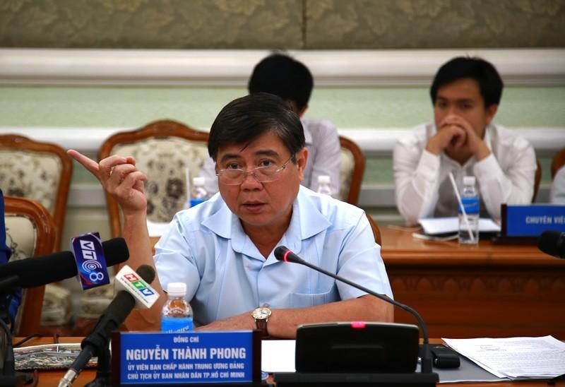 Chủ tịch UBND TP.HCM Nguyễn Thành Phong nói tại buổi họp. Ảnh: TÁ LÂM