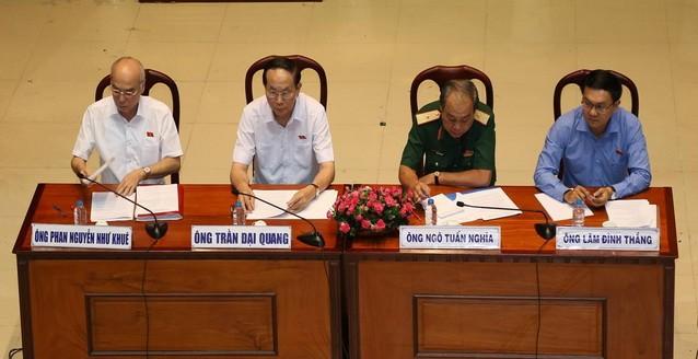Chủ tịch nước Trần Đại Quang tươi cười gặp cử tri TP - ảnh 3