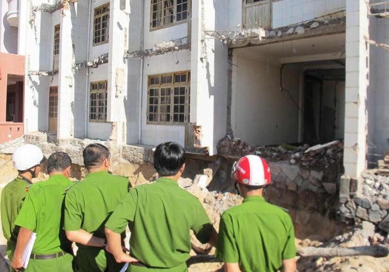 Sập chân móng khách sạn đang cải tạo, hai người bị thương - ảnh 2