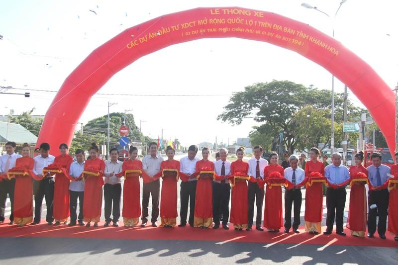 Thông xe quốc lộ 1 mở rộng đoạn qua tỉnh Khánh Hòa - ảnh 1