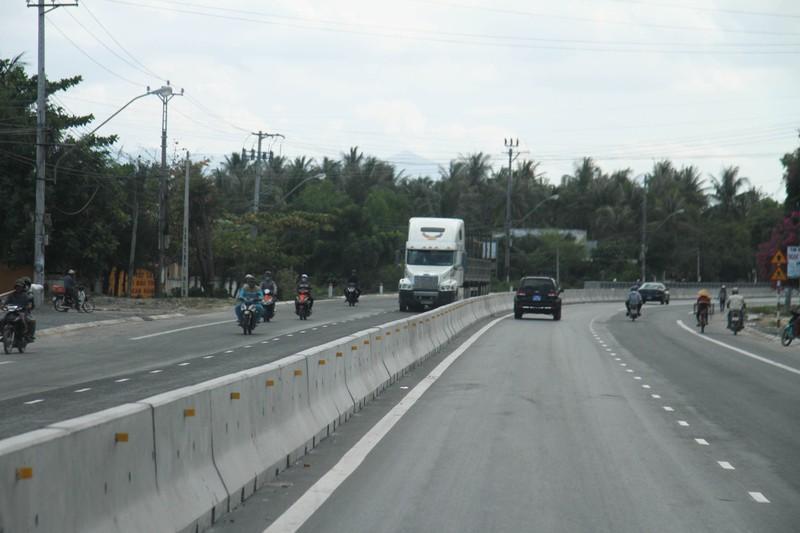 Thông xe quốc lộ 1 mở rộng đoạn qua tỉnh Khánh Hòa - ảnh 2
