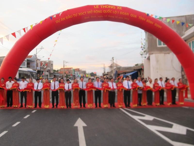 Thông xe quốc lộ 1 mở rộng đoạn qua tỉnh Bình Định - ảnh 1