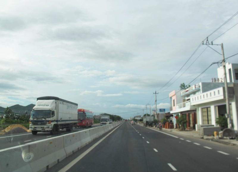 Thông xe quốc lộ 1 mở rộng đoạn qua tỉnh Bình Định - ảnh 2