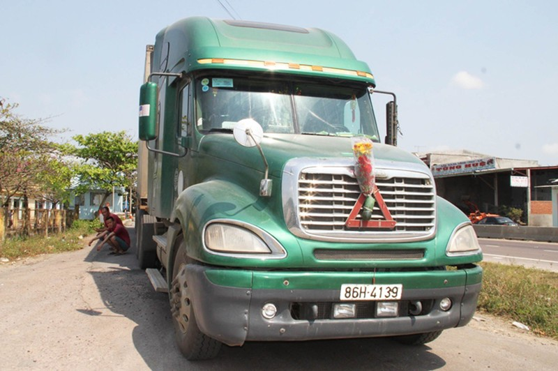 Trạm cân Bình Định tê liệt do tài xế dừng xe phản đối  - ảnh 1