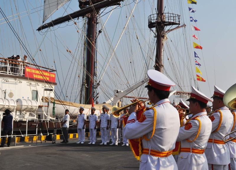 Hải quân Việt Nam đưa tàu buồm hiện đại bậc nhất thế giới vào sử dụng - ảnh 1