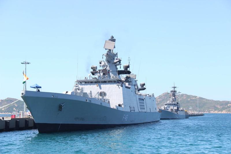 Hai tàu chiến Ấn Độ thăm hữu nghị Việt Nam - ảnh 4
