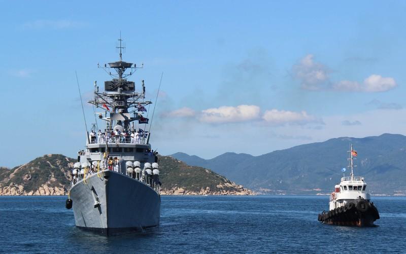 Hai tàu chiến Ấn Độ thăm hữu nghị Việt Nam - ảnh 8