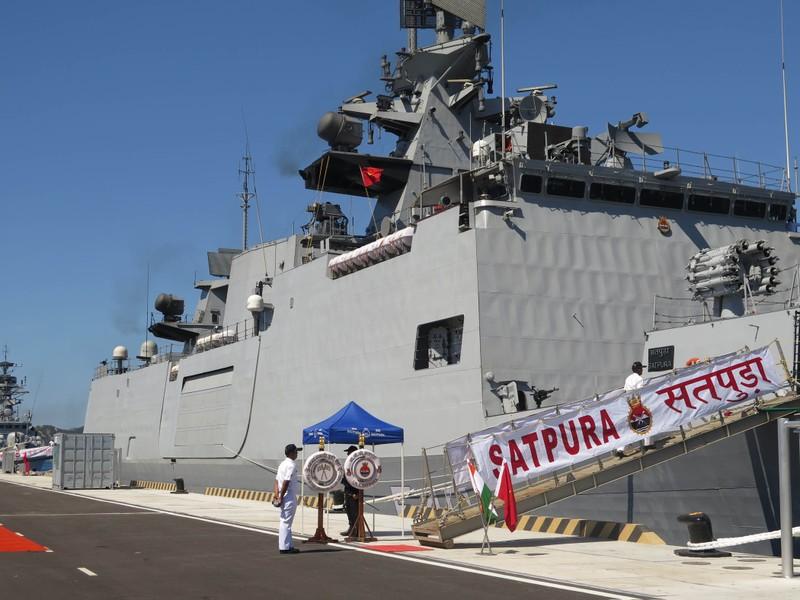 Hai tàu chiến Ấn Độ thăm hữu nghị Việt Nam - ảnh 9
