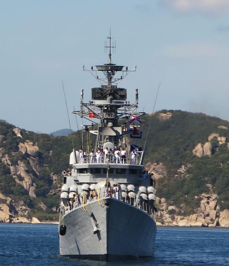 Hai tàu chiến Ấn Độ thăm hữu nghị Việt Nam - ảnh 10