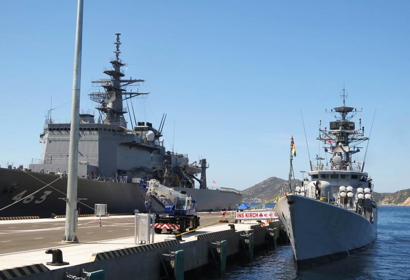 Hai tàu chiến Ấn Độ thăm hữu nghị Việt Nam - ảnh 11
