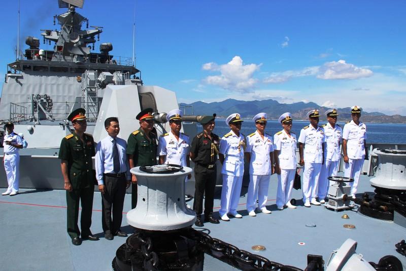 Hai tàu chiến Ấn Độ thăm hữu nghị Việt Nam - ảnh 1