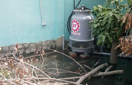 Kinh hãi nước thải của 1 doanh nghiệp có dòi bò lúc nhúc  - ảnh 1