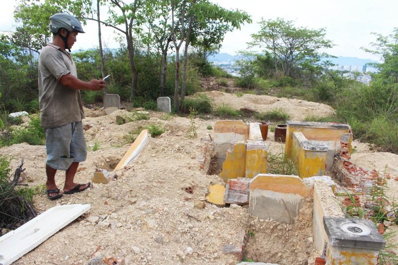 Cải táng 147 ngôi mộ bị dự án du lịch sinh thái đào phá - ảnh 1