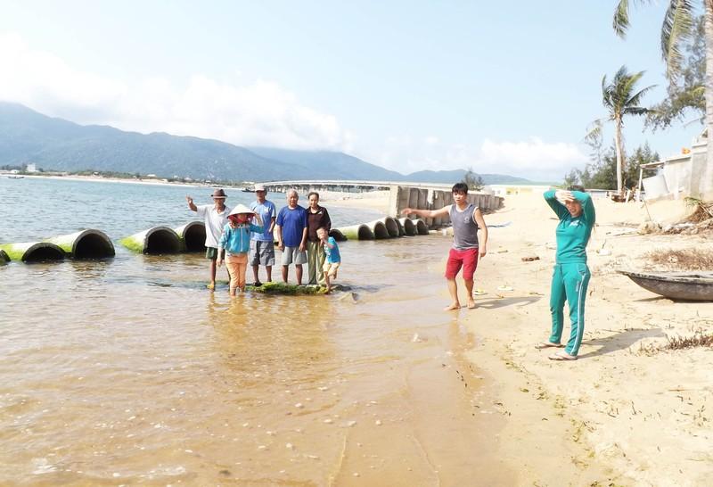 Cửa sông sạt lở, Phú Yên ban bố tình trạng khẩn cấp - ảnh 2