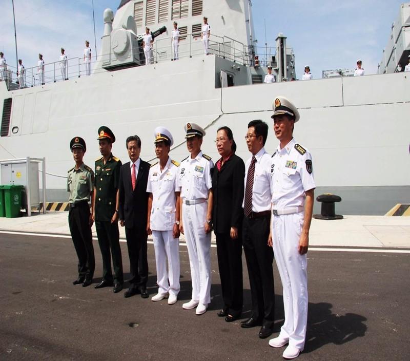 Đón tiếp xã giao ba tàu hải quân Trung Quốc