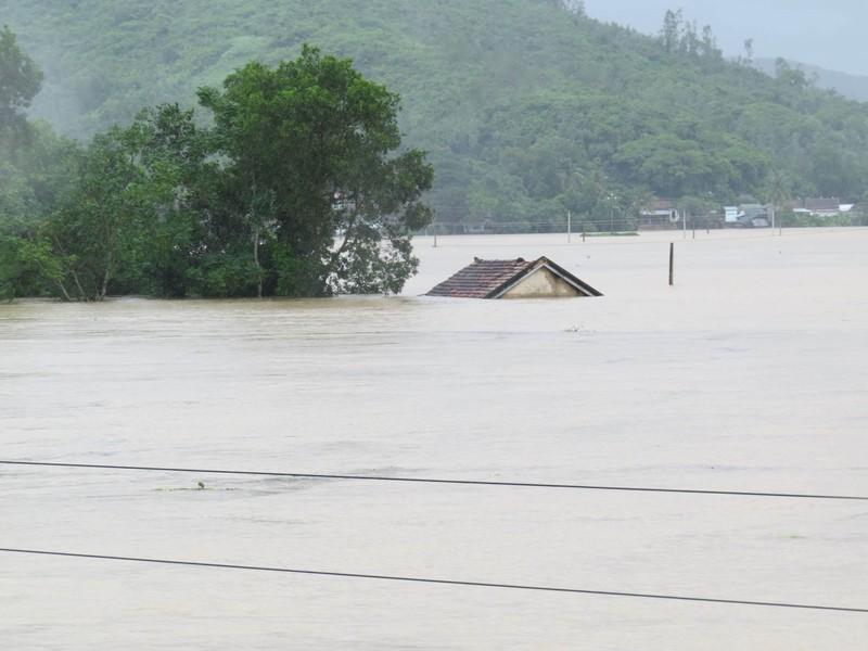 Thủy điện Sông Ba Hạ xả lũ lớn nhất trong 7 năm qua - ảnh 5