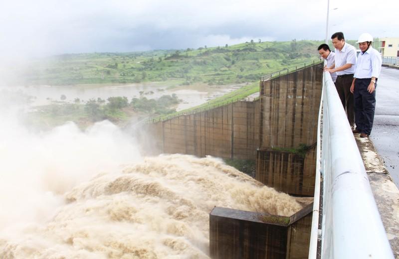 Thủy điện Sông Ba Hạ xả lũ lớn nhất trong 7 năm qua - ảnh 2