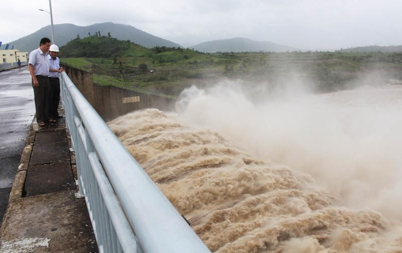 Thủy điện Sông Ba Hạ xả lũ lớn nhất trong 7 năm qua - ảnh 1