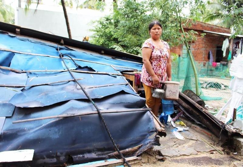 Ngôi nhà của bà Nguyễn Thị Vinh (xã Xuân Cảnh, thị xã Sông Cầu) bị sập hoàn toàn. Ảnh: TẤN LỘC