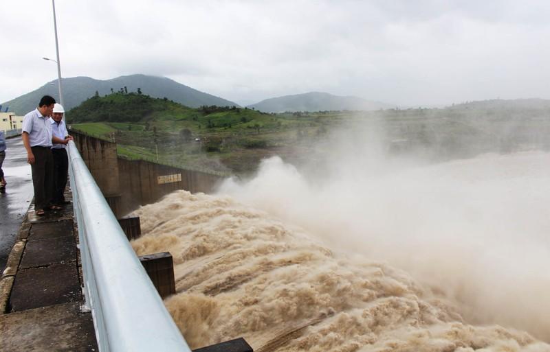 Thủy điện xả lũ, hạ du Phú Yên nguy cơ ngập nặng - ảnh 1