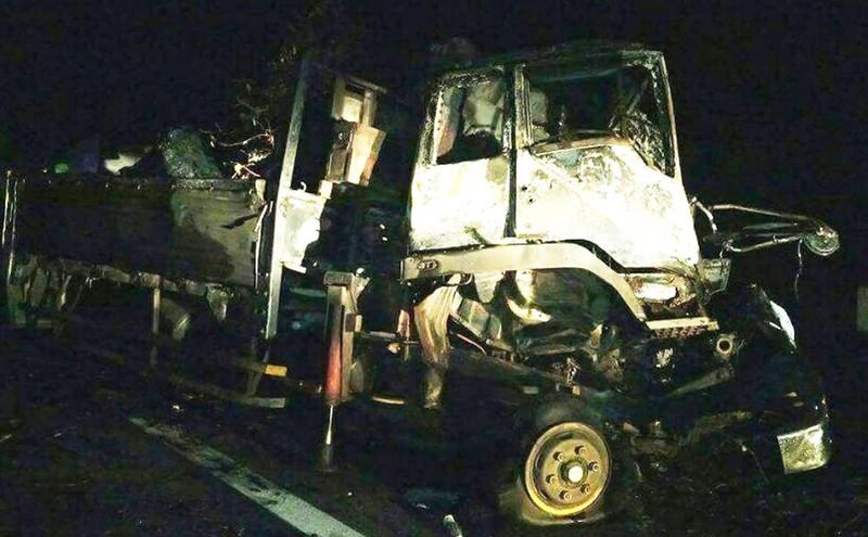 Kinh hoàng 2 người tử nạn trong cabin bốc cháy dữ dội - ảnh 1