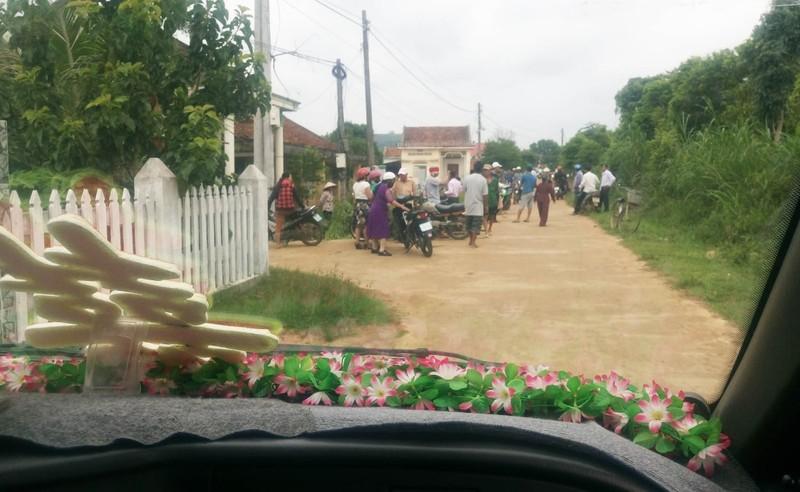 Khó tin: Chặn xe cô dâu đòi tiền xây dựng nông thôn mới - ảnh 2