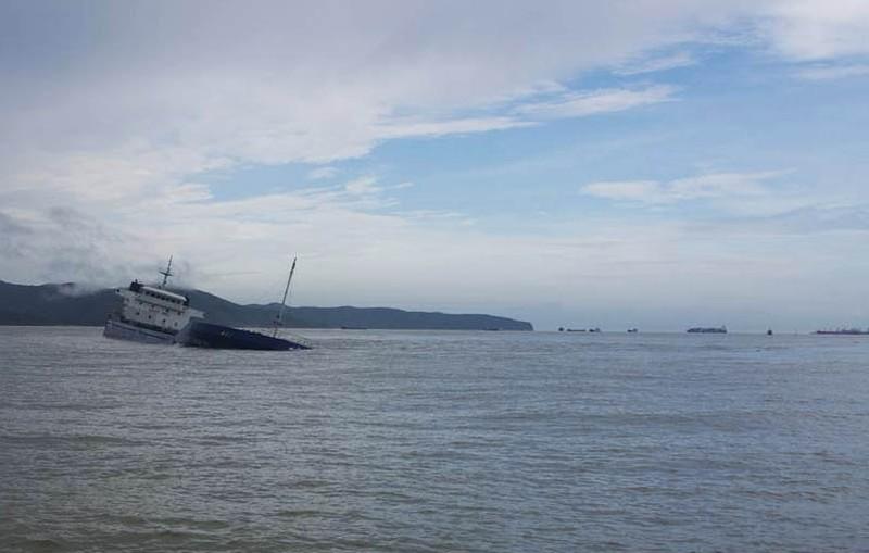 Hiểm họa chực chờ từ 8 con tàu chìm ở biển Quy Nhơn - ảnh 1