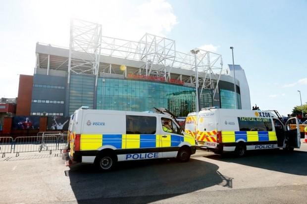 Vụ bom giả ở Old Trafford thiệt hại 3 triệu bảng Anh - ảnh 1