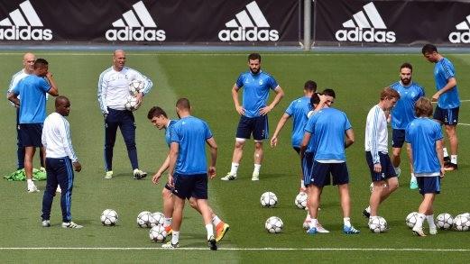 Zidane - Người thứ 7 bước vào ngôi đền huyền thoại - ảnh 2