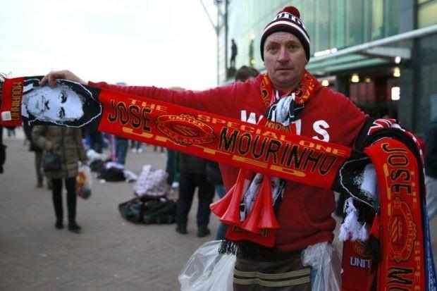 Mourinho trở lại, thế giới bóng đá dậy sóng - ảnh 1