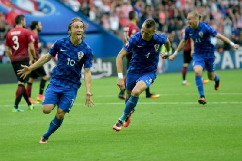 Lượt trận đầu Euro qua cách nhìn của Adrian Clarke - ảnh 3