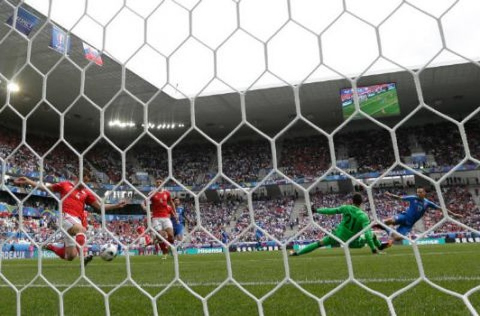 Lượt trận đầu Euro qua cách nhìn của Adrian Clarke - ảnh 5