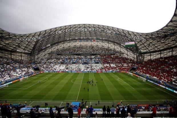 Chủ nhà Pháp bị UEFA phê phán nặng vì mặt sân quá tệ - ảnh 1