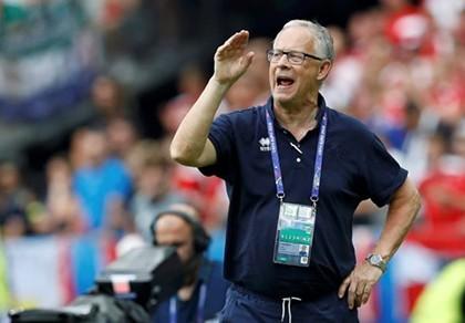 Trước trận Anh - Iceland: Lars Lagerback muốn học trò giống mình - ảnh 1