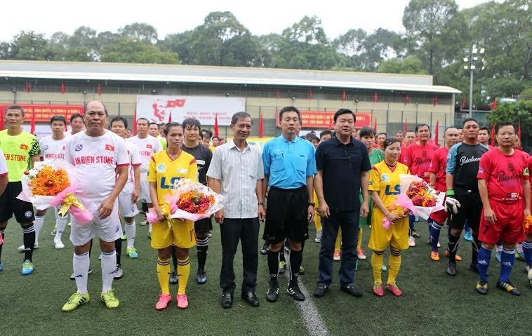Ông Đinh La Thăng dự khán giải bóng đá từ thiện tại sân Tao Đàn - ảnh 2