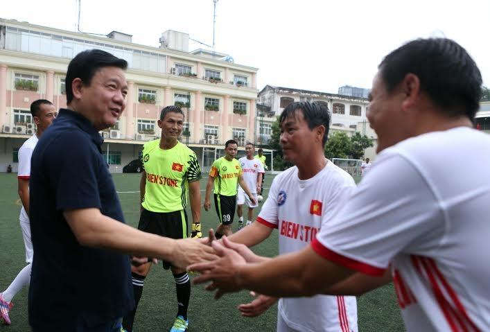 Ông Đinh La Thăng dự khán giải bóng đá từ thiện tại sân Tao Đàn - ảnh 4