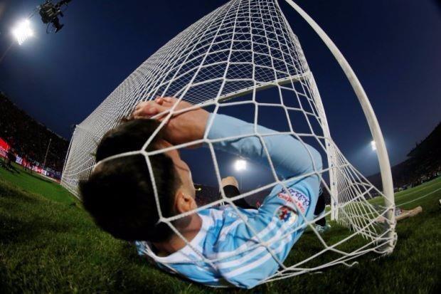 Messi quá áp lực vào cuộc chạy đua Maradona