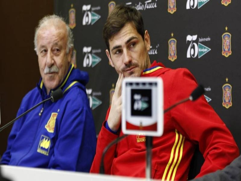 Hình ảnh thân thân thiện này giữa Del Bosque và Iker không còn