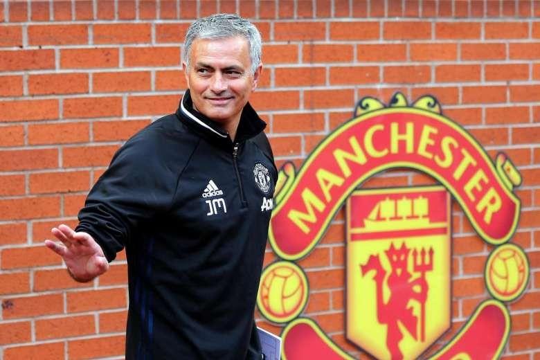 Cựu HLV B. Bình Dương làm 'phó tướng' cho Mourinho tại M.U - ảnh 1
