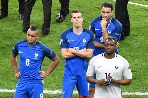 Payet (8) buồn bã nhìn Bồ Đào Nha ẵm cúp