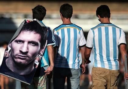 Crespo: Messi vĩ đại nhưng Argentina còn nhiều cầu thủ giỏi - ảnh 1