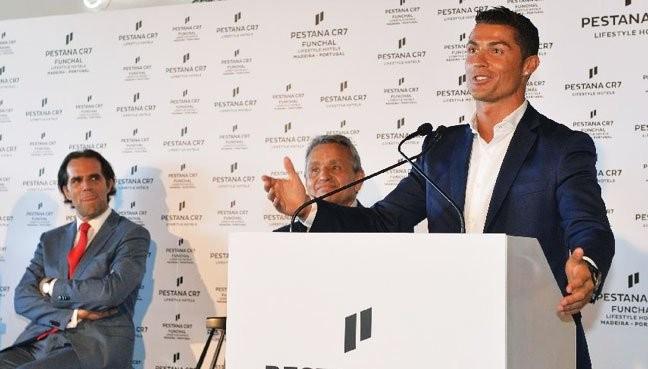 Ronaldo thành chủ khách sạn, có sân bay mang tên mình - ảnh 1