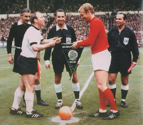 50 năm bàn thắng 'ma' của Geoff Hurst, người Đức vẫn cay cú - ảnh 1