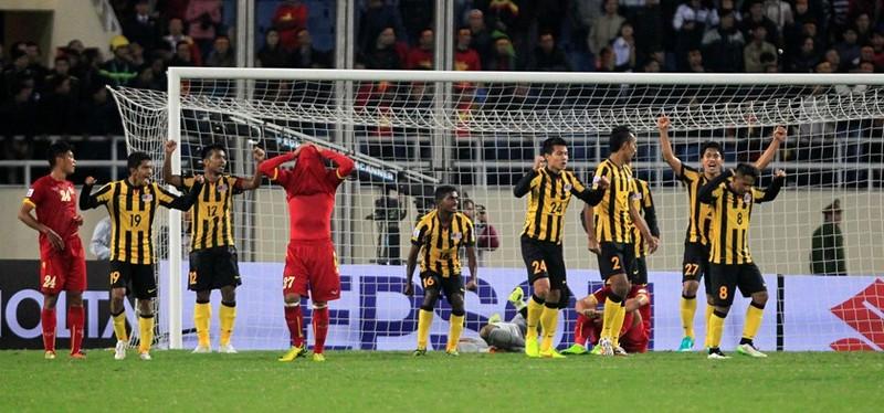 Tuyển Malaysia đã có cú lội ngược dòng đánh bại tuyển Việt Nam tại Mỹ Đình AFF Cup 2014 sau lượt đi thua 1-2.
