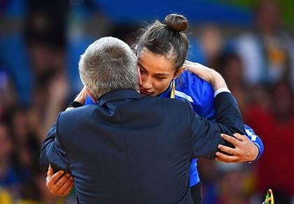 Câu chuyện cảm động về chiếc HCV Olympic đầu tiên của Kosovo - ảnh 1